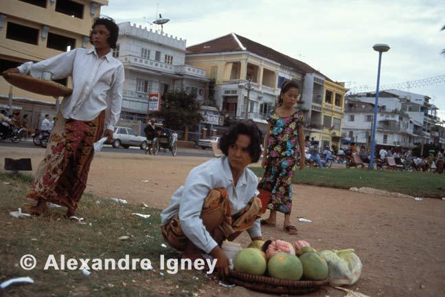 women sellers in Phnom Penh