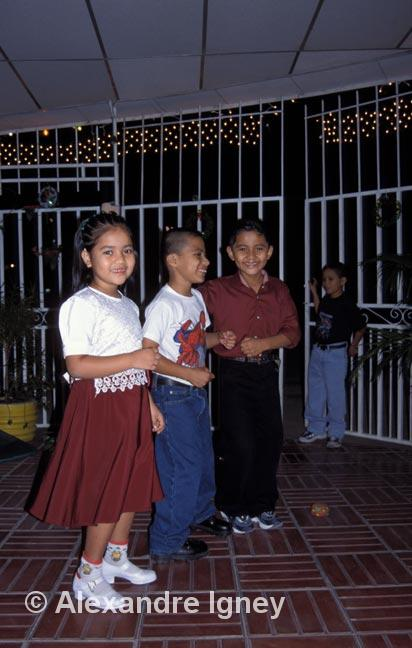 elsalvador-girl-dancers