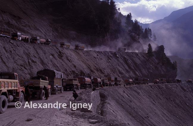 kashmir-military-convoy