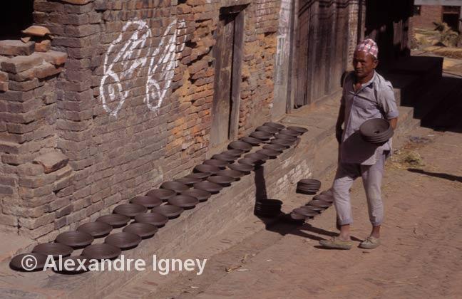 nepal-potter-man