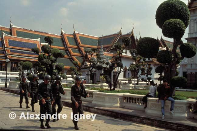thailand-royal-guards