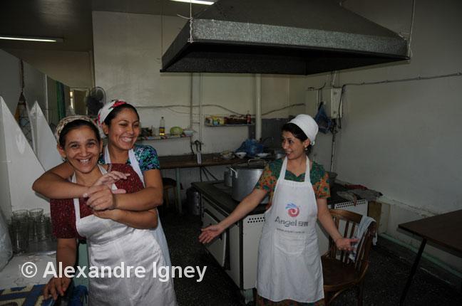 turkmenistan-women-cooks