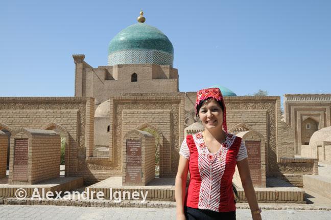 uzbekistan-khiva-woman