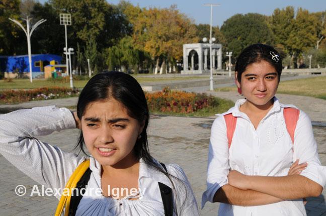 uzbekistan-school-girls