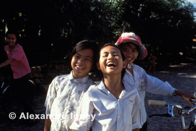 vietnam-school-girls