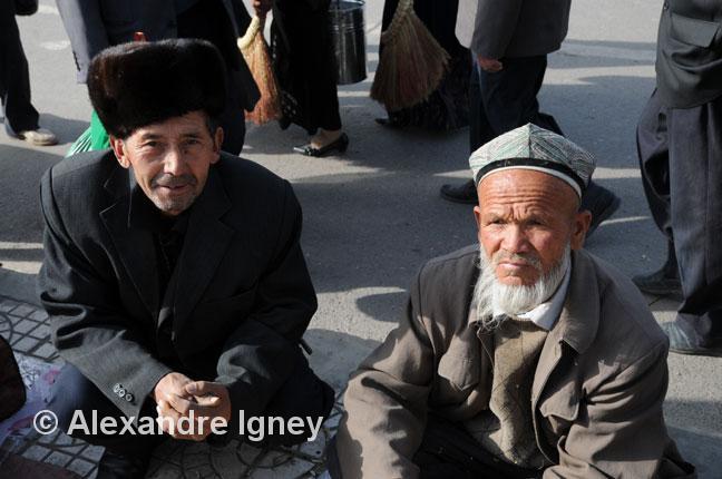 xinjiang-market-men