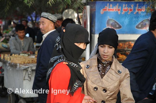 xinjiang-uyghur-women