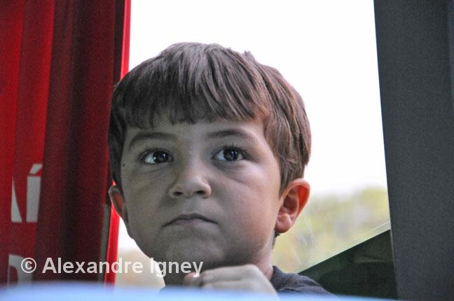 amazon-bus-children