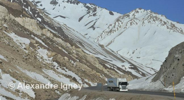 argentina-andes-truck