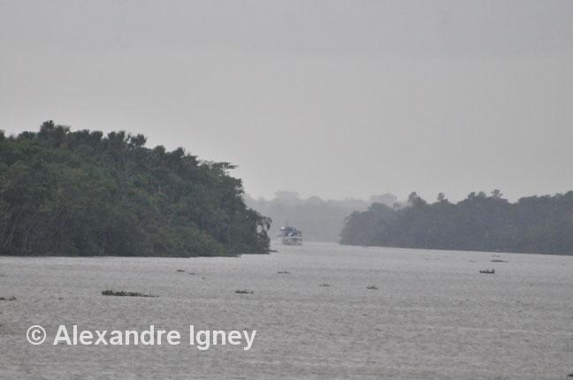 brazil-amazon-boat