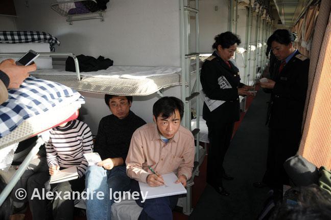 china-train-riders