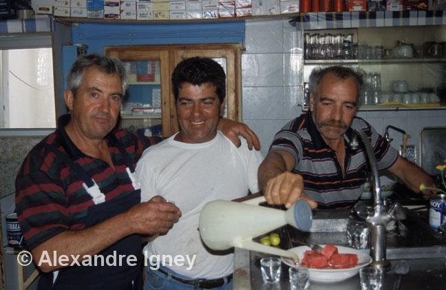 greece-ouzo-drinkers