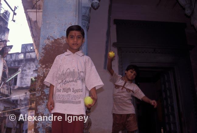 india-varanasi-children