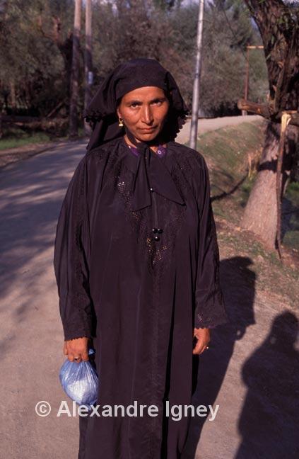 kashmir-woman