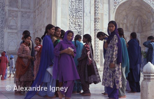 taj-mahal-girls