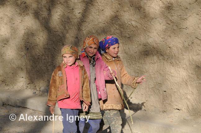 tajikistan-pamir-girls