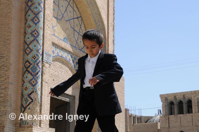 uzbekistan-madrassa-boy