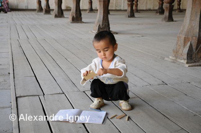 uzbekistan-madrassa-child