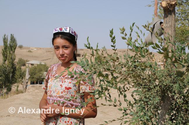 uzbekistan-village-girl
