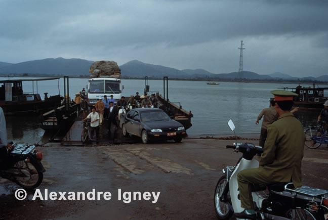 vietnam-river-crossing