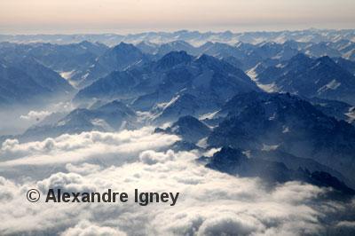 xinjiang-tienshan-clouds