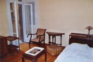 athens-apartment-rental-living
