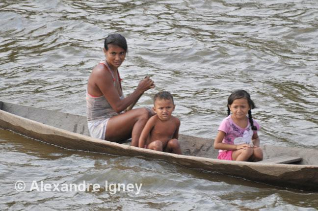 brazil-amazon-pirogue
