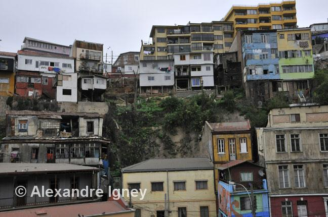 chile-valparaiso-housing