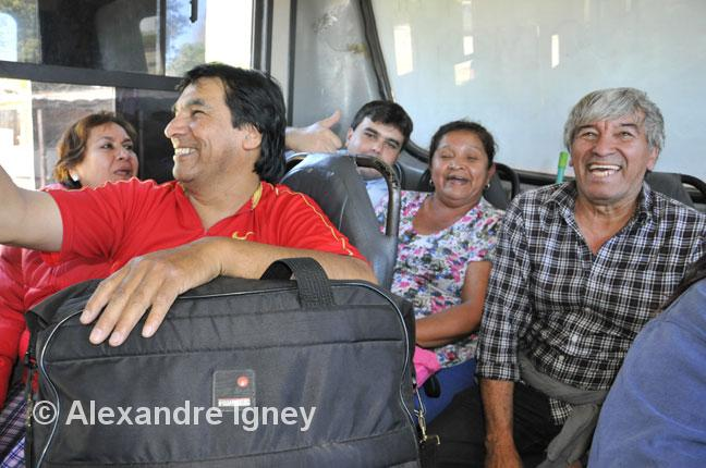 paraguay-bus-people