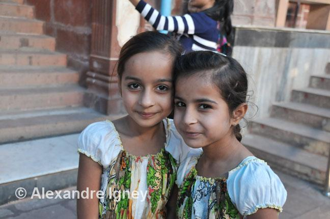 This image has an empty alt attribute; its file name is india-rajasthan-girls.jpg